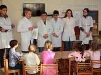 """Студенты медицинского университета провели занятие с воспитанниками""""Секреты  здоровых зубов"""""""